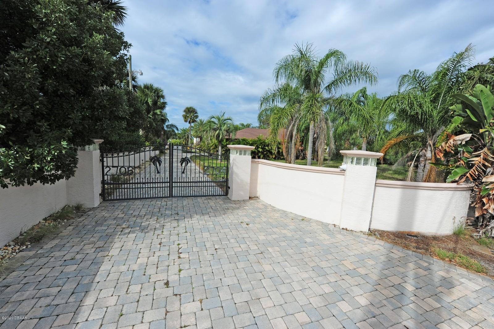 2706 S Peninsula Drive, Daytona Beach Shores, Florida