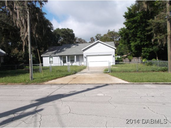 402 Pine St, Crescent City, FL 32112