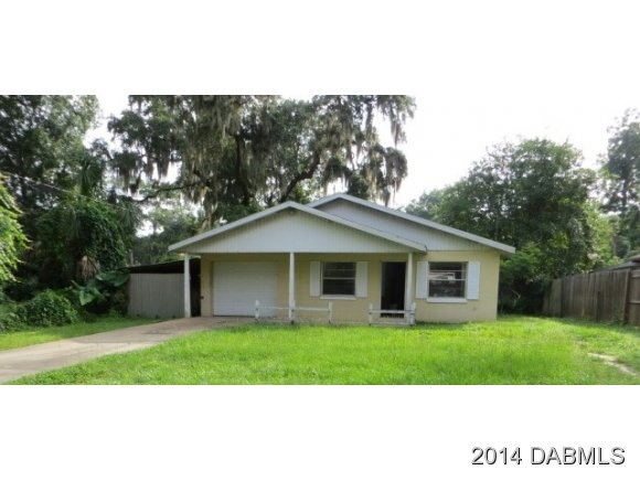 445 Quebec Ave, Deleon Springs, FL 32130
