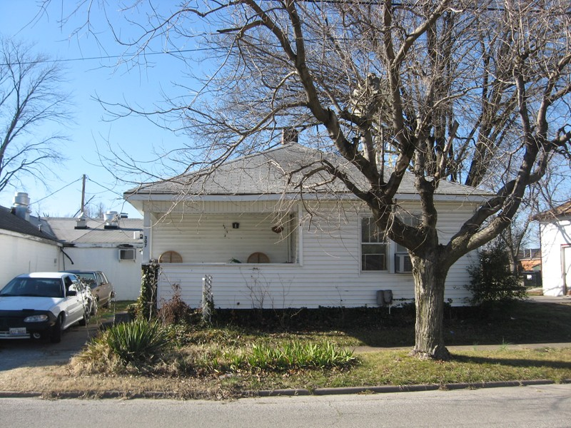 307 N 16th St, Murphysboro, IL 62966