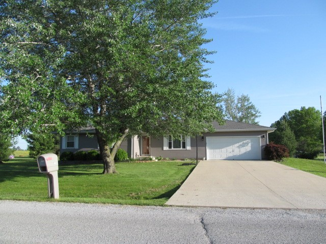 103 Mockingbird Ln, Woodlawn, IL 62898