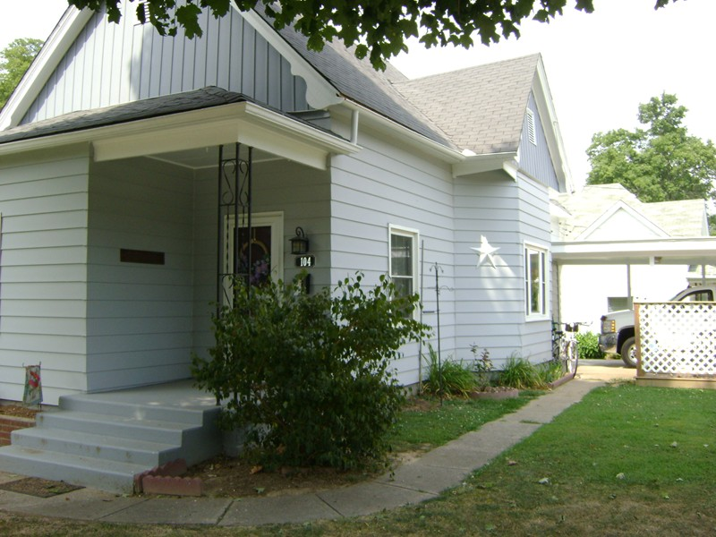 104 E High St, Anna, IL 62906