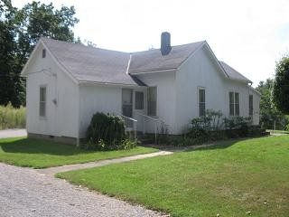 335 Wetaug Rd, Dongola, IL 62926