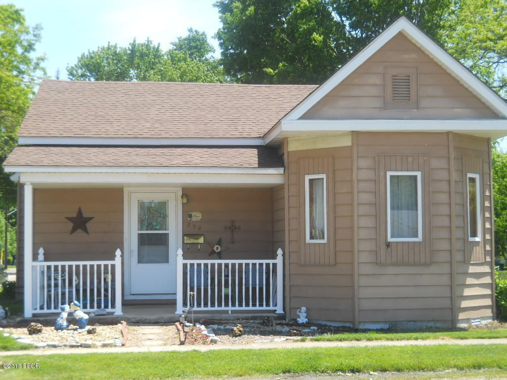 Photo of 890 11th Street  Carlyle  IL