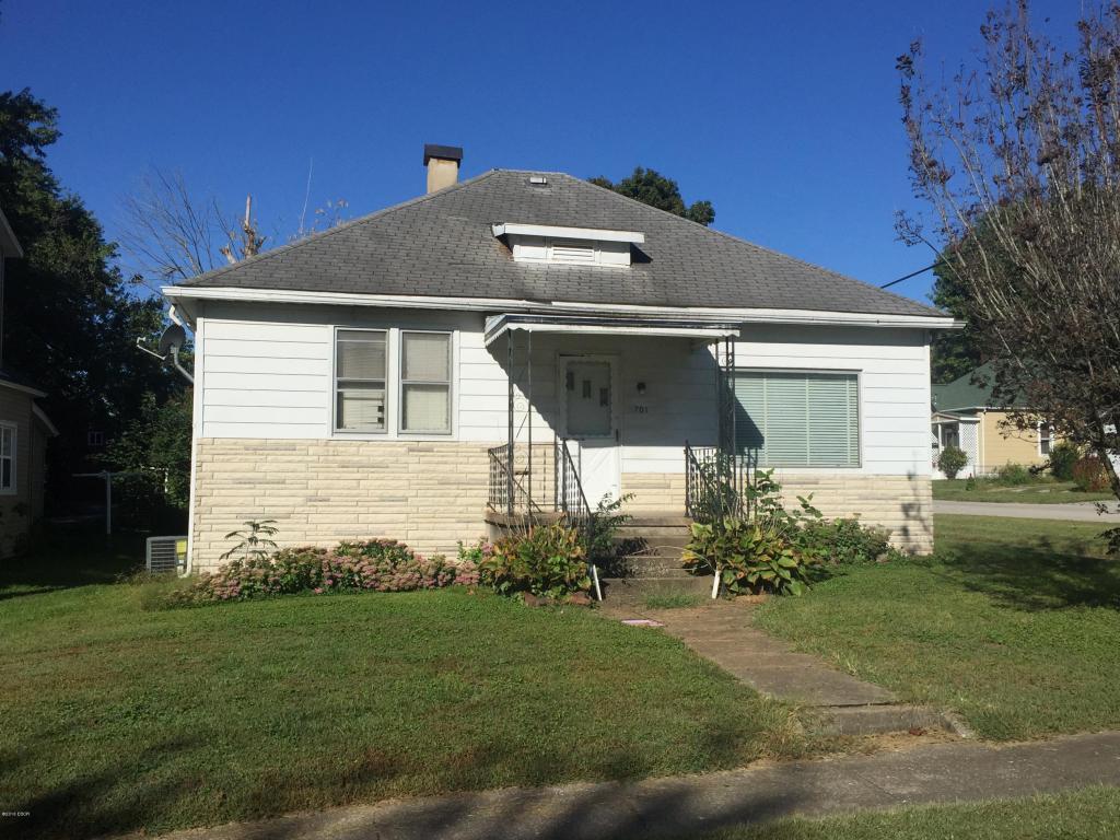 701 S 20th St, Murphysboro, IL 62966