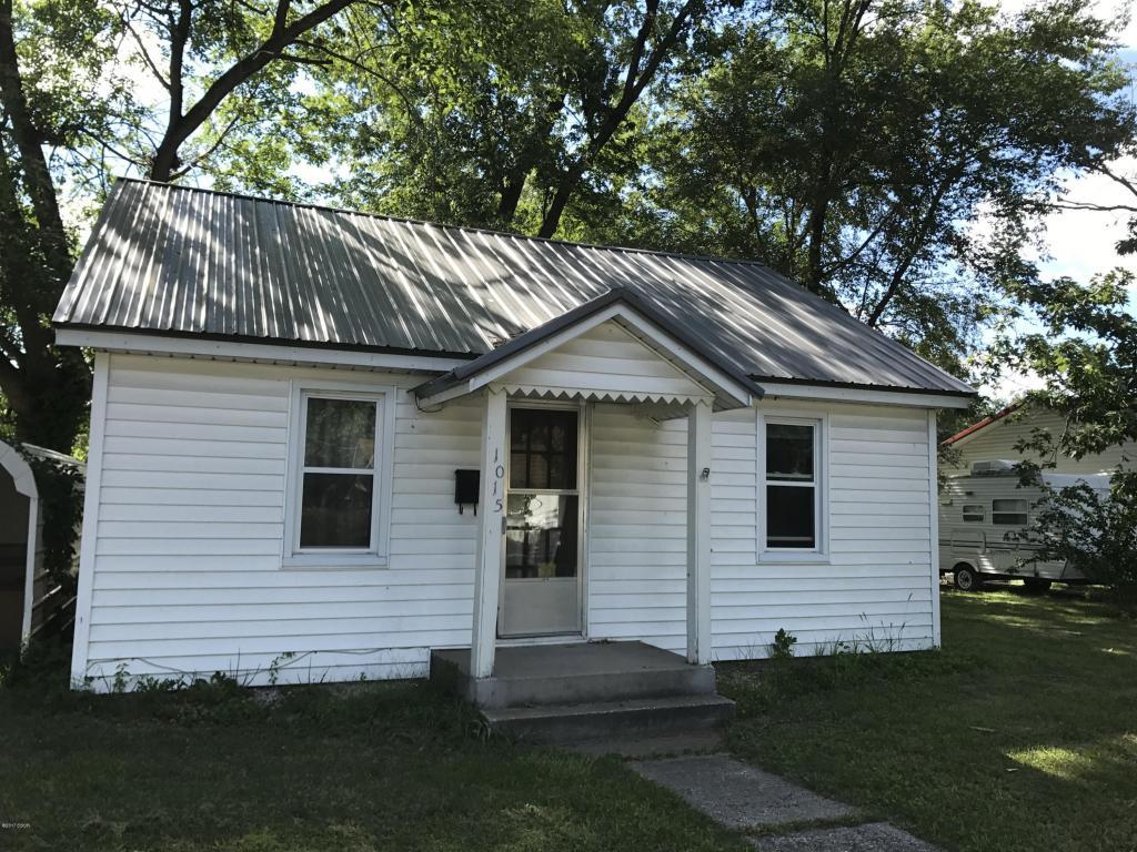 Photo of 1015 Jefferson  Salem  IL