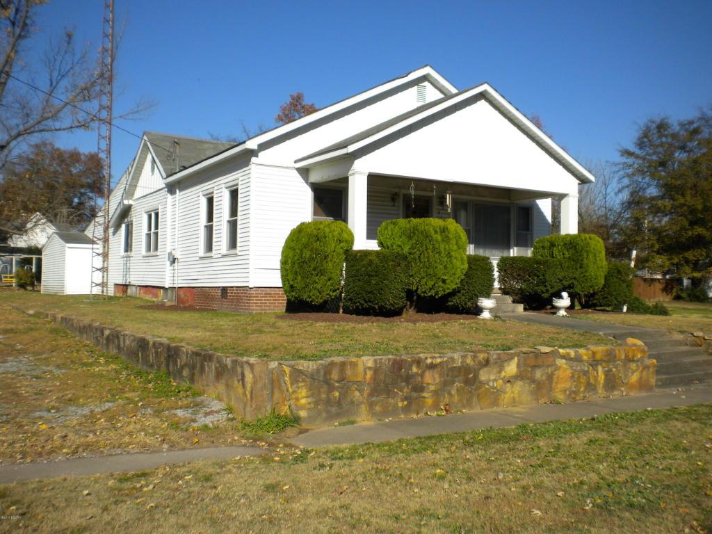 318 W South St, Harrisburg, IL 62946