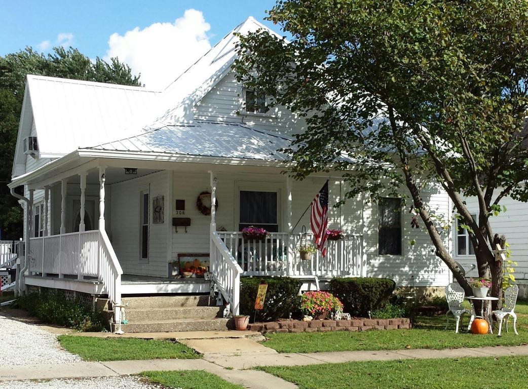 306 S Franklin St, Salem, IL 62881