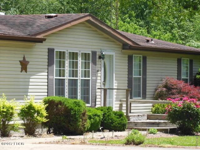 228 Cedar Elm Dr, Flora, IL 62839