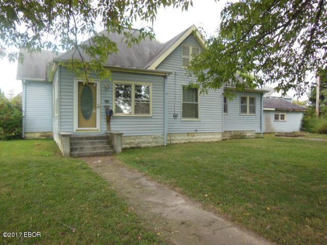 520 Locust Street Flora, IL 62839