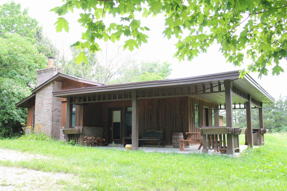 singles in makanda The barn: perfect for reunions & large families largest cabin on si wine trail where some people see a barn others see open spaces for.