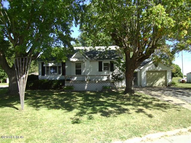 414 3rd Street Ava, IL 62907