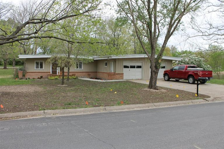 Rental Homes for Rent, ListingId:33071996, location: 907 Topeka Emporia 66801