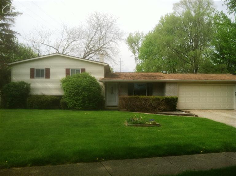 1005 Springview Dr, Flushing, MI 48433