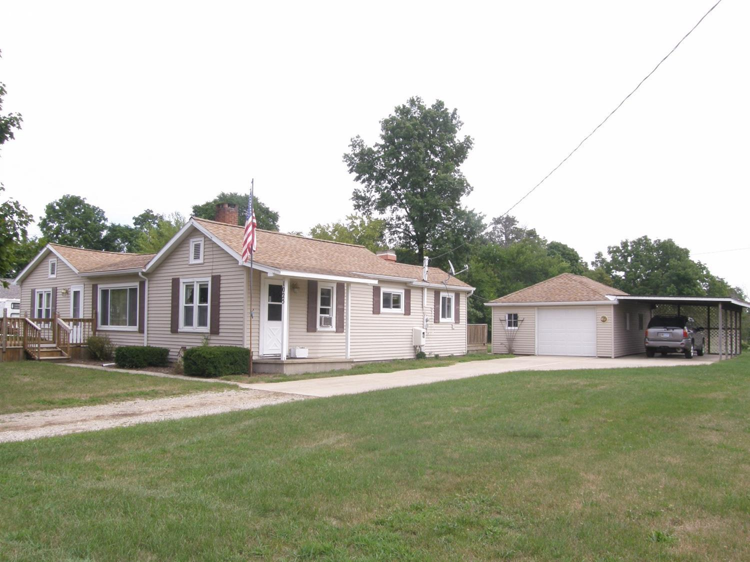 1025 S Front St, Chesaning, MI 48616