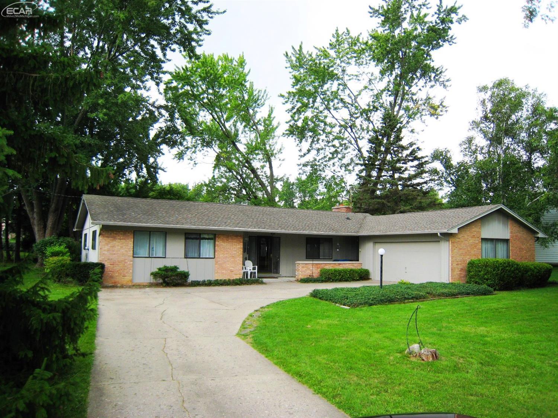 1135  Woodview Drive Flint, MI 48507