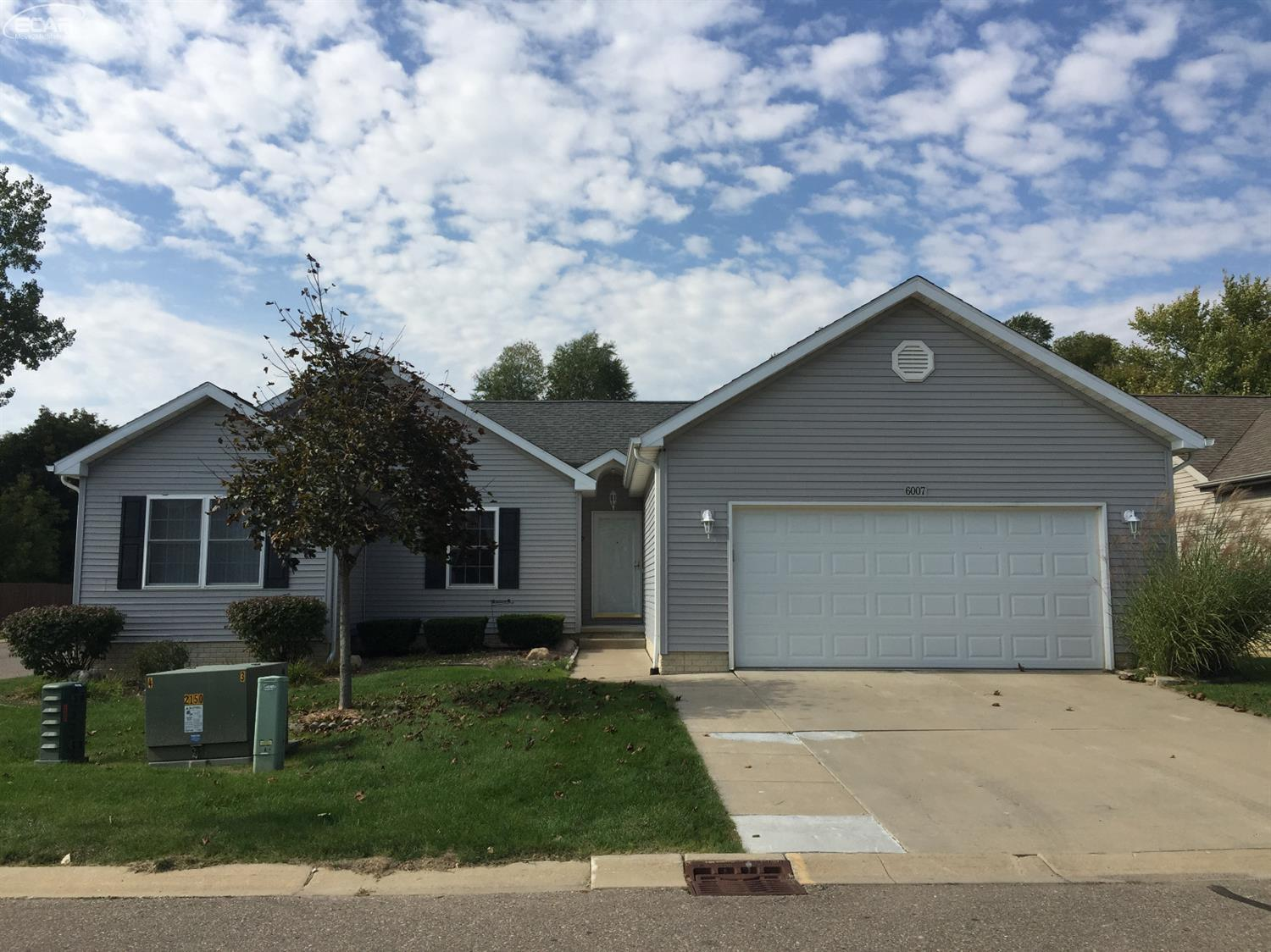 6007 Creekside Dr, Swartz Creek, MI 48473