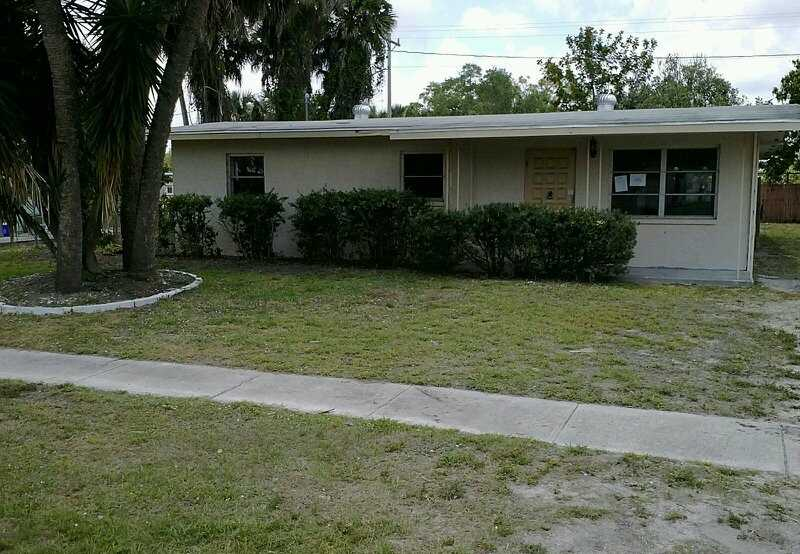 888 Poinsettia Dr, North Fort Myers, FL 33903