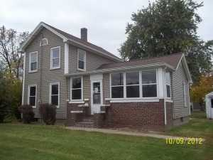 1303 14th St, Viola, IL 61486
