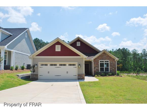 29 Glenwood Ct, Spring Lake, NC 28390
