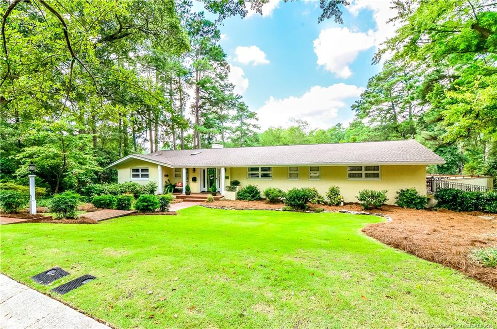2300 Mirror Lake Drive, Fayetteville, North Carolina