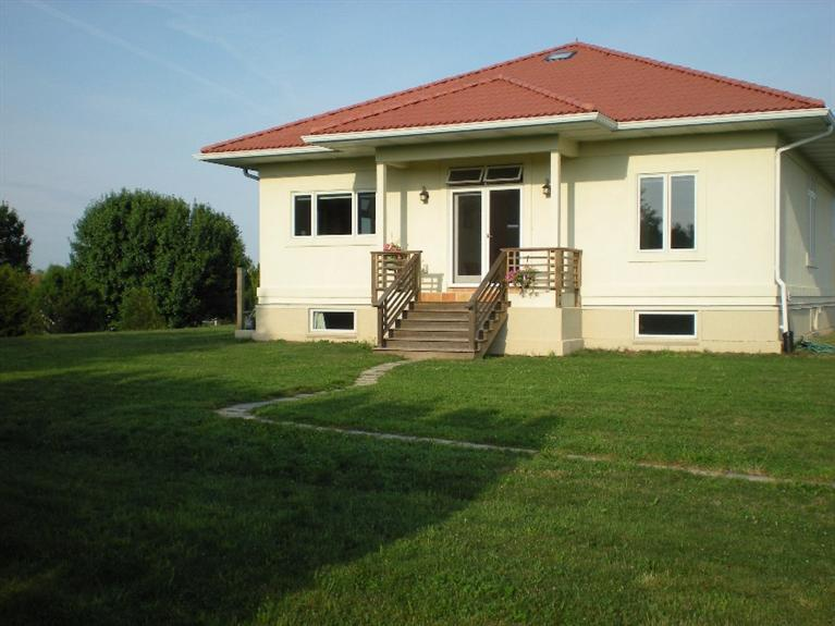 Real Estate for Sale, ListingId: 33163666, Fairfield,IA52556