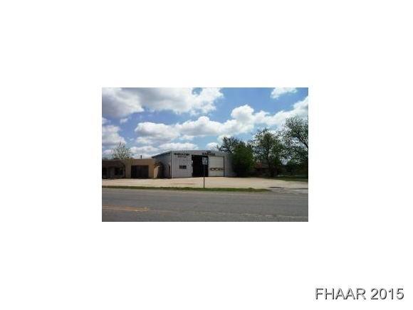 107 W 10th St, Lampasas, TX 76550