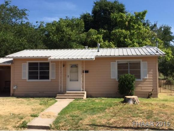 703 College St, Gatesville, TX 76528