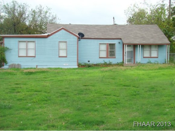 Photo of 1502 12 E Leon Street  Gatesville  TX