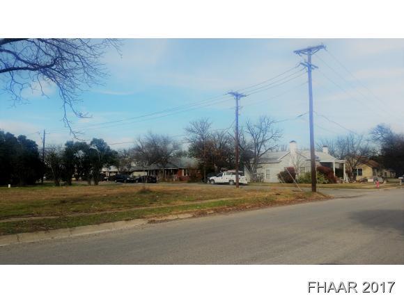610 S Chestnut St, Lampasas, TX 76550