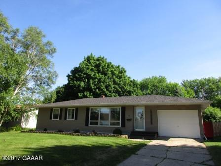 6 Brook St, Morris, MN 56267