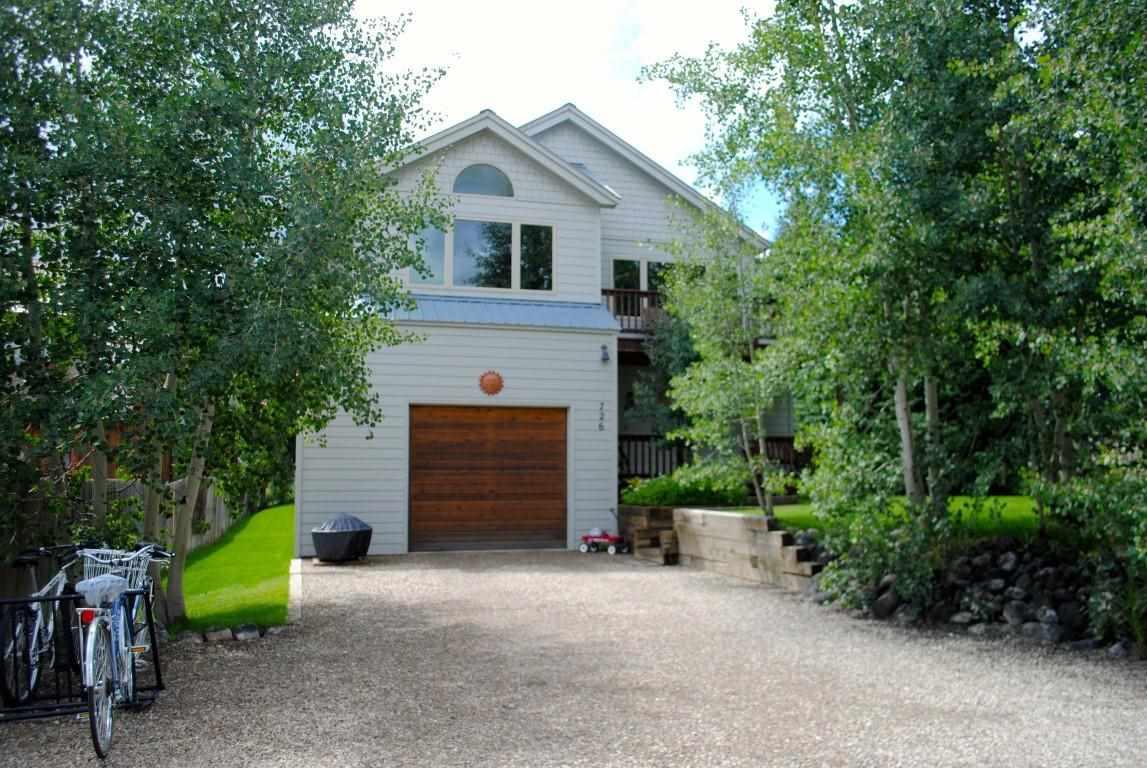 722 Elk Ave, Crested Butte, CO 81224