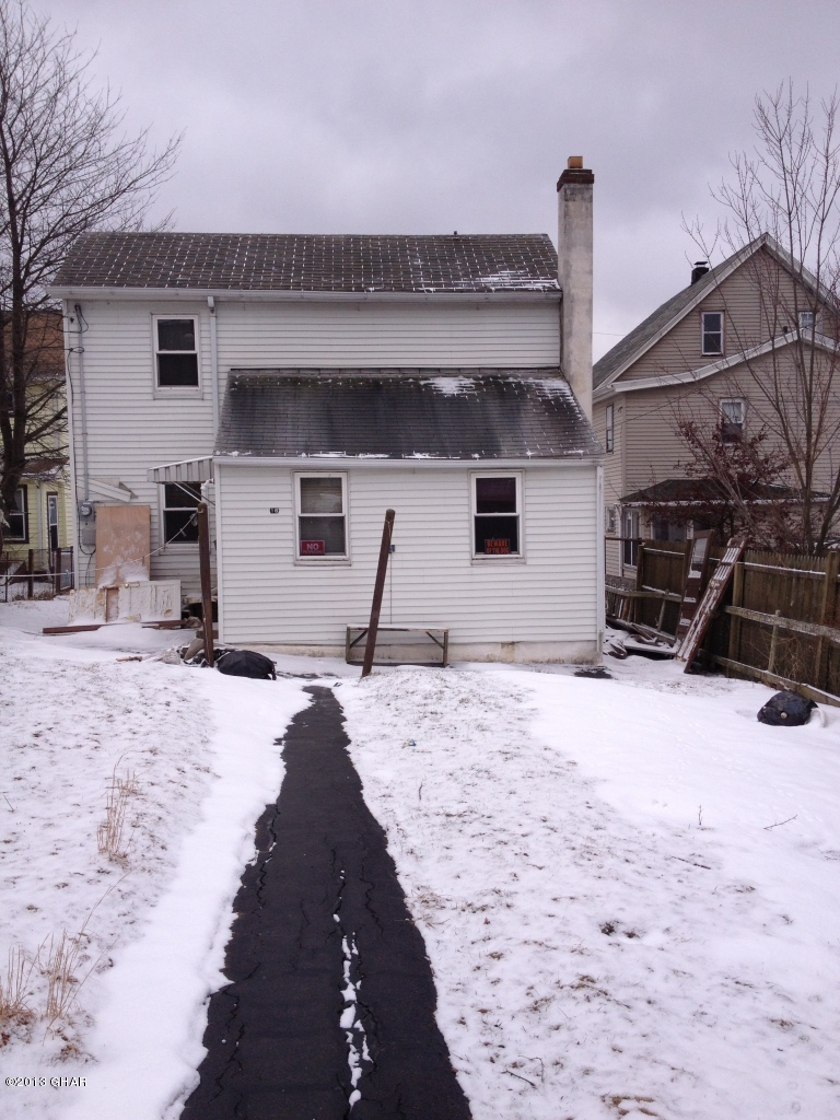 16 W Clay Ave, Hazleton, PA 18202