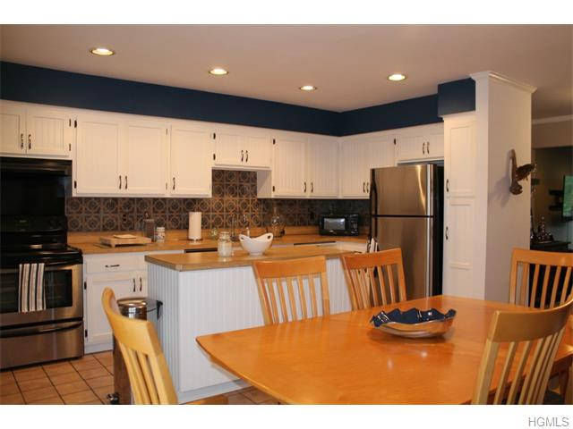 Rental Homes for Rent, ListingId:34864019, location: 17 Somerset Drive Suffern 10901