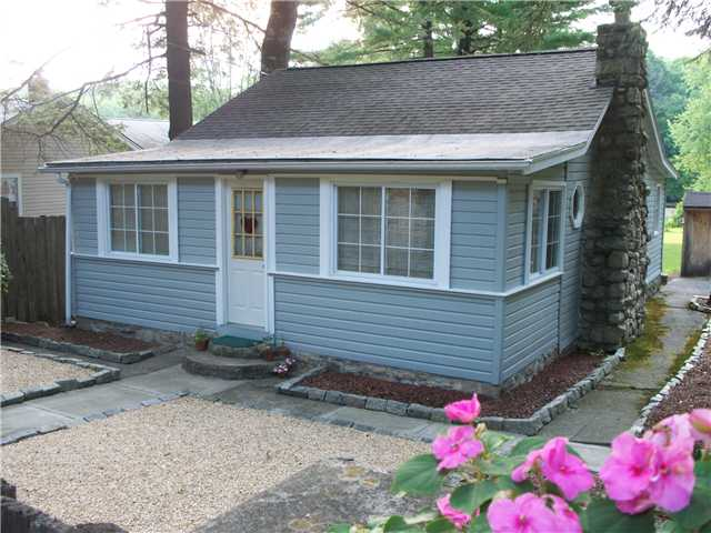 80 Lake Shore Dr, Pine Bush, NY 12566