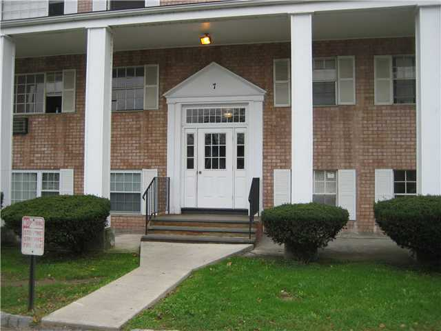 Rental Homes for Rent, ListingId:21413765, location: 7 ON THE GREEN New Windsor 12553