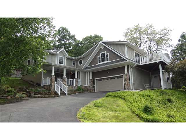 832 Sherry Dr, Valley Cottage, NY 10989