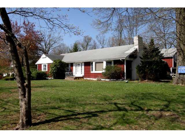 340 Deer Track Ln, Valley Cottage, NY 10989