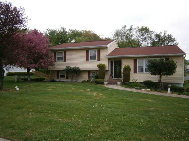 2 York Pl, Washingtonville, NY 10992
