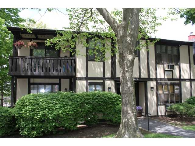 985 Sierra Vista Ln, Valley Cottage, NY 10989