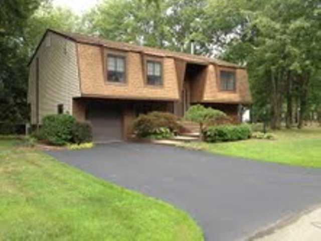 233 Summit Dr, New Windsor, NY 12553