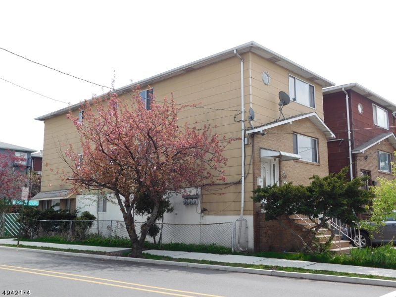 primary photo for 420 7TH ST, Harrison Town, NJ 07029-2008, US