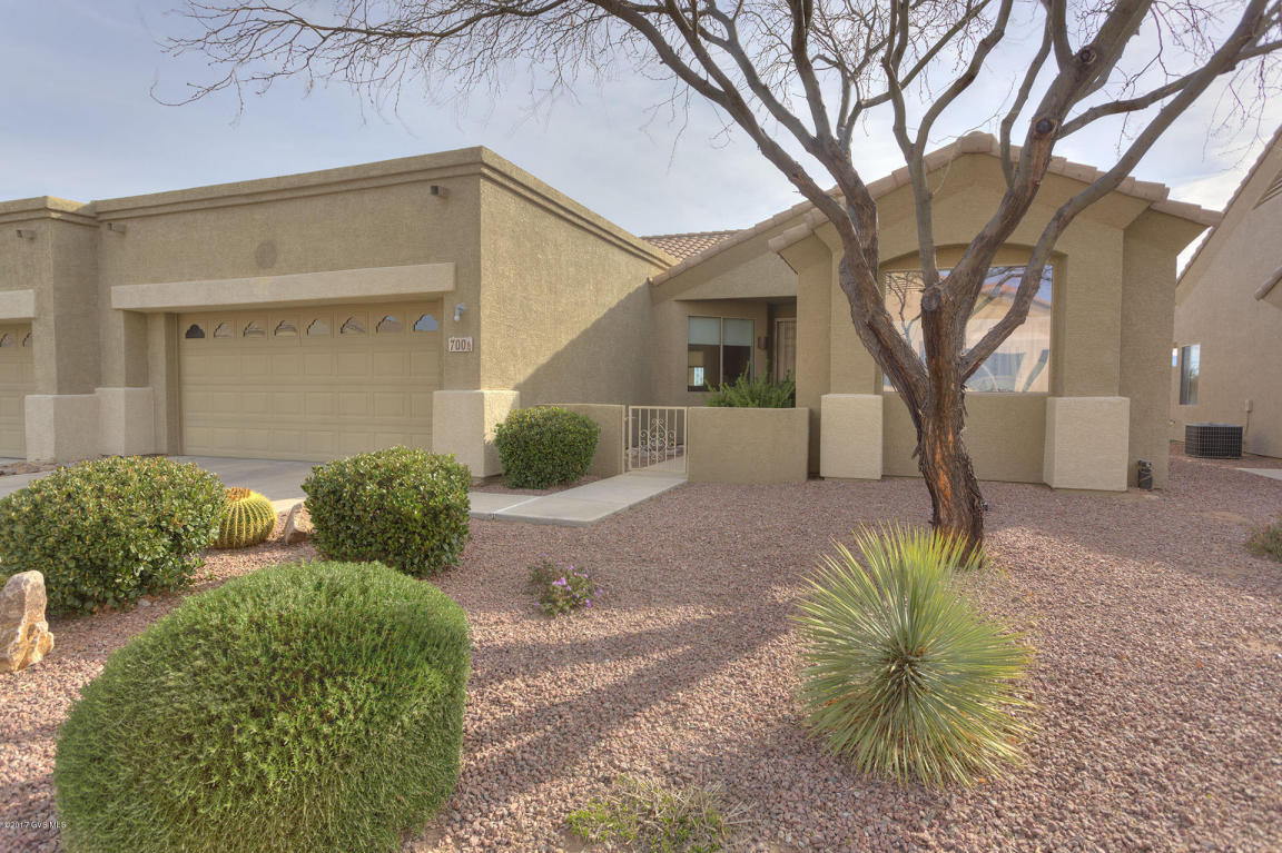 700 N Cedar Bend Ave, Green Valley, AZ 85614