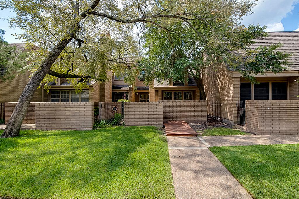 Photo of 3122 CameLotDr  Bryan  TX