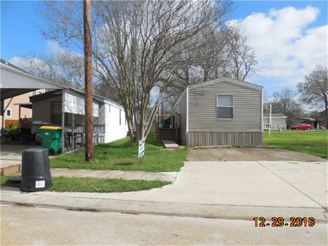 Photo of 3027 Bay Oaks Harbor Drive  Baytown  TX