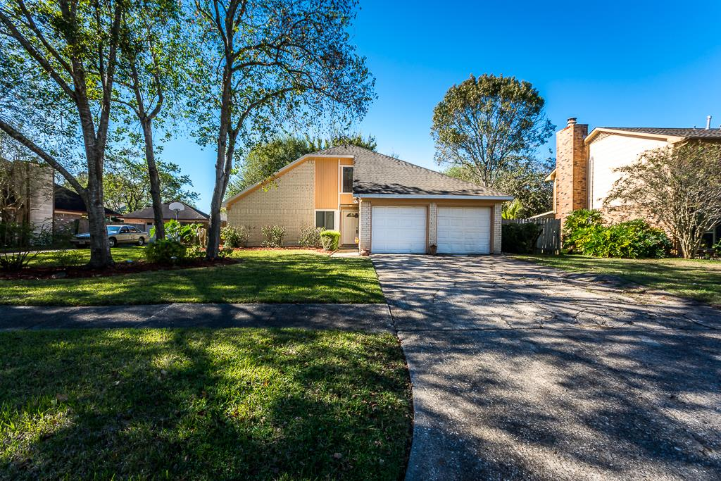Photo of 508 Old Course Drive  Friendswood  TX