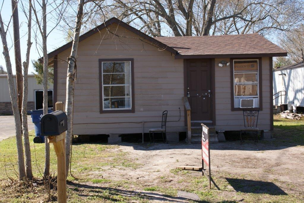 Photo of 144 S 18th Street  West Columbia  TX