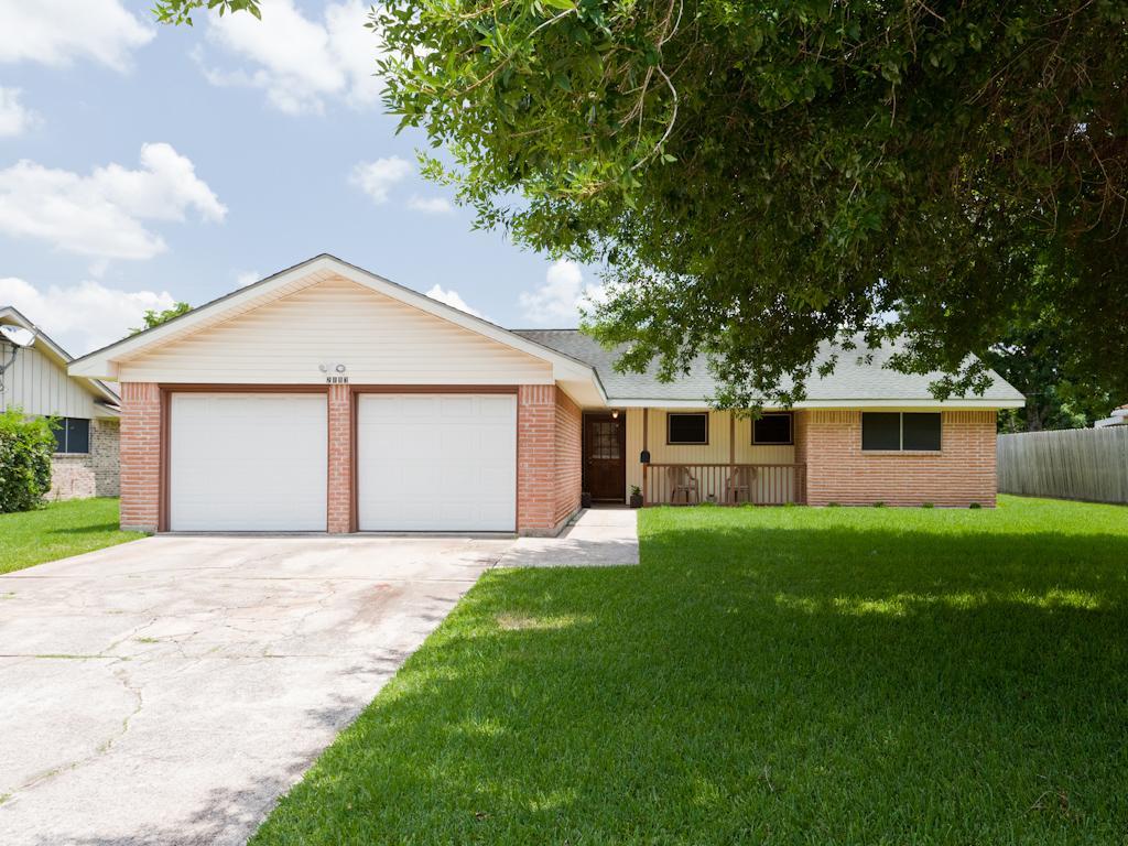 2113 Cedar St, Pearland, TX 77581