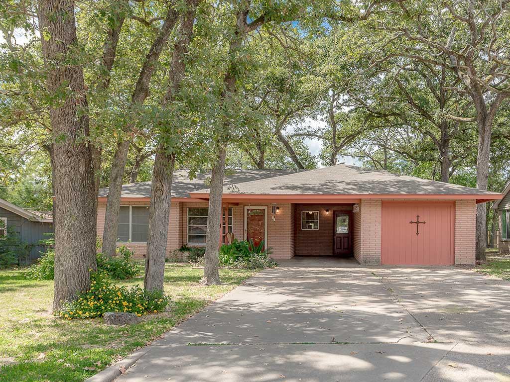 Photo of 409 Calhoun  Rockdale  TX