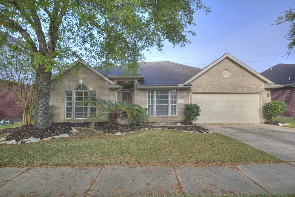 Photo of 820 Portsmouth Drive  Pearland  TX